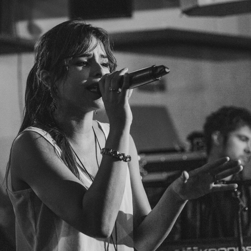 Zangdocente Jillian zingt live | Fotograaf Jaap Kroon